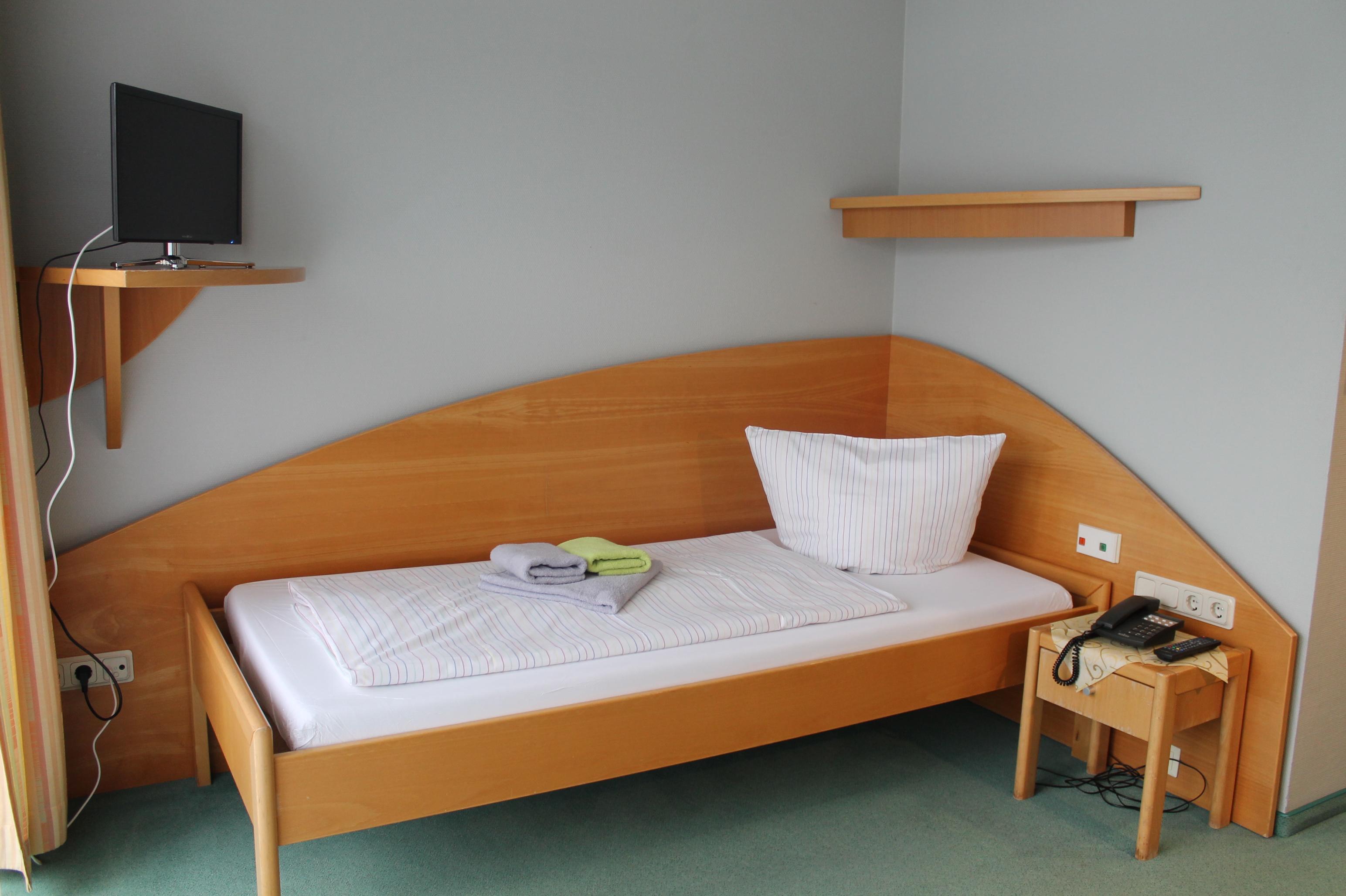 ihr zimmer asklepios helenenklinik bad wildungen. Black Bedroom Furniture Sets. Home Design Ideas